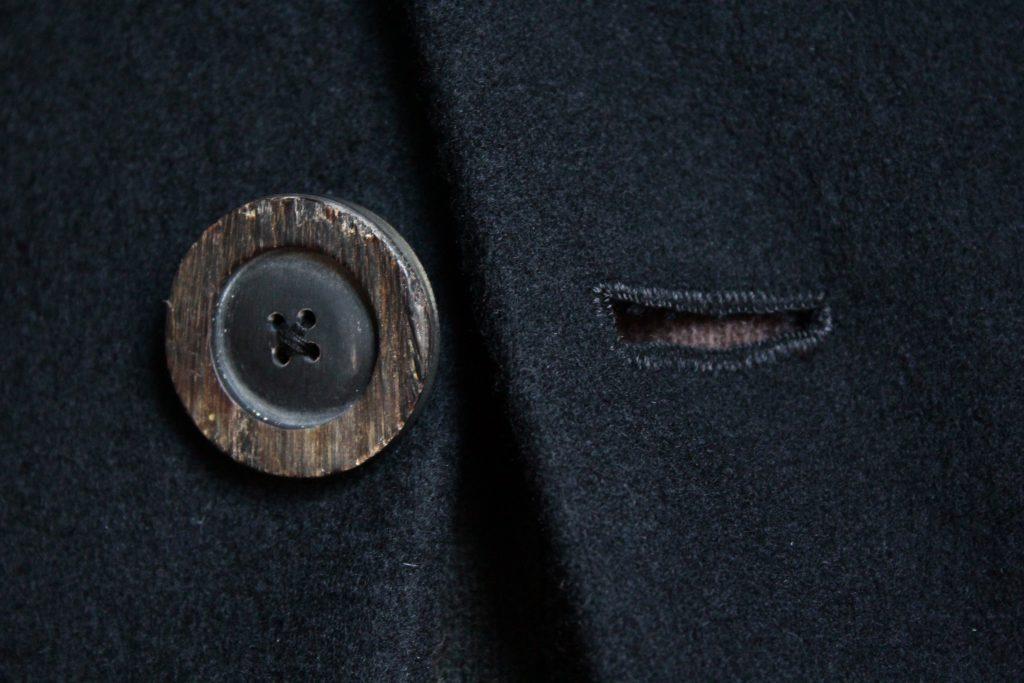 Geoffrey B.Small  cashmere peak-lapel coat
