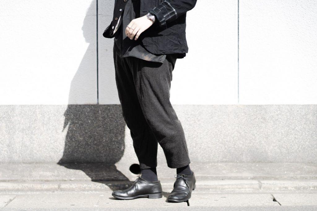 アラキユウのカーブド クロップド パンツ