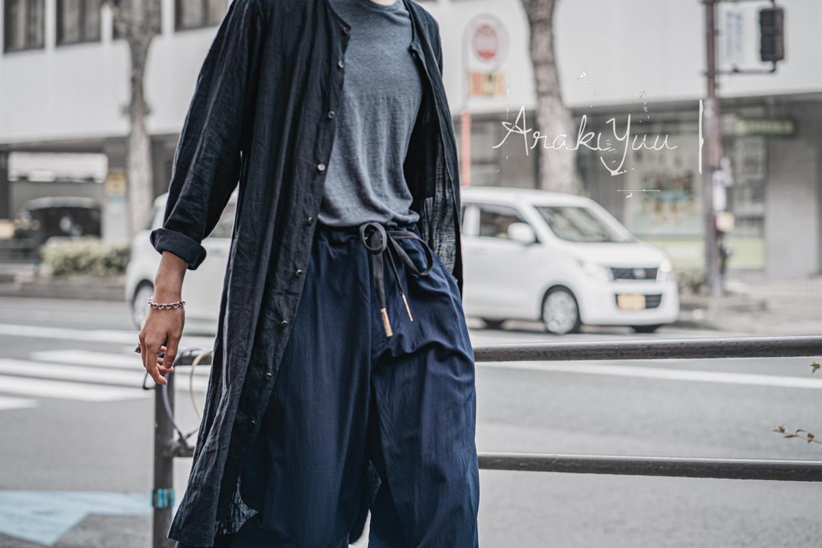 アラキユウのノーカラースリープリネンシャツ